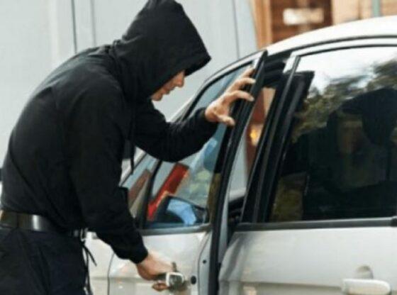 auto skfklkldkfkf16209831881 560x416 - Mërgimtarit në Ferizaj ia vjedhin veturën në ditën e Bajramit