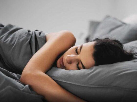 gjumi 780x4391 1 560x416 - Kohëzgjatja e gjumit dhe ndikimi në shëndet – shtypje të gjakut dhe kolesterol