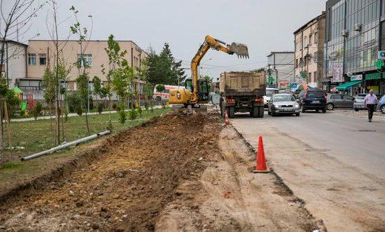 204040293 4422513834466701 5471630482749732891 n1 560x338 - Edhe një rrugë tjetër e Ferizajt fillon së rregulluari