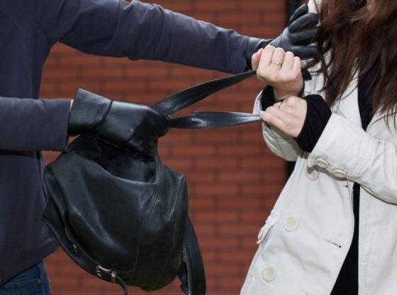 auto hot poseta15153203461 560x416 - Hajnat ia vjedhin çantën me dokumente dhe afër 400 euro qytetares në Ferizaj